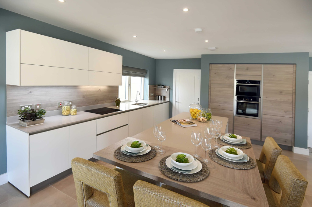 Royal Reef, Modern Kitchens